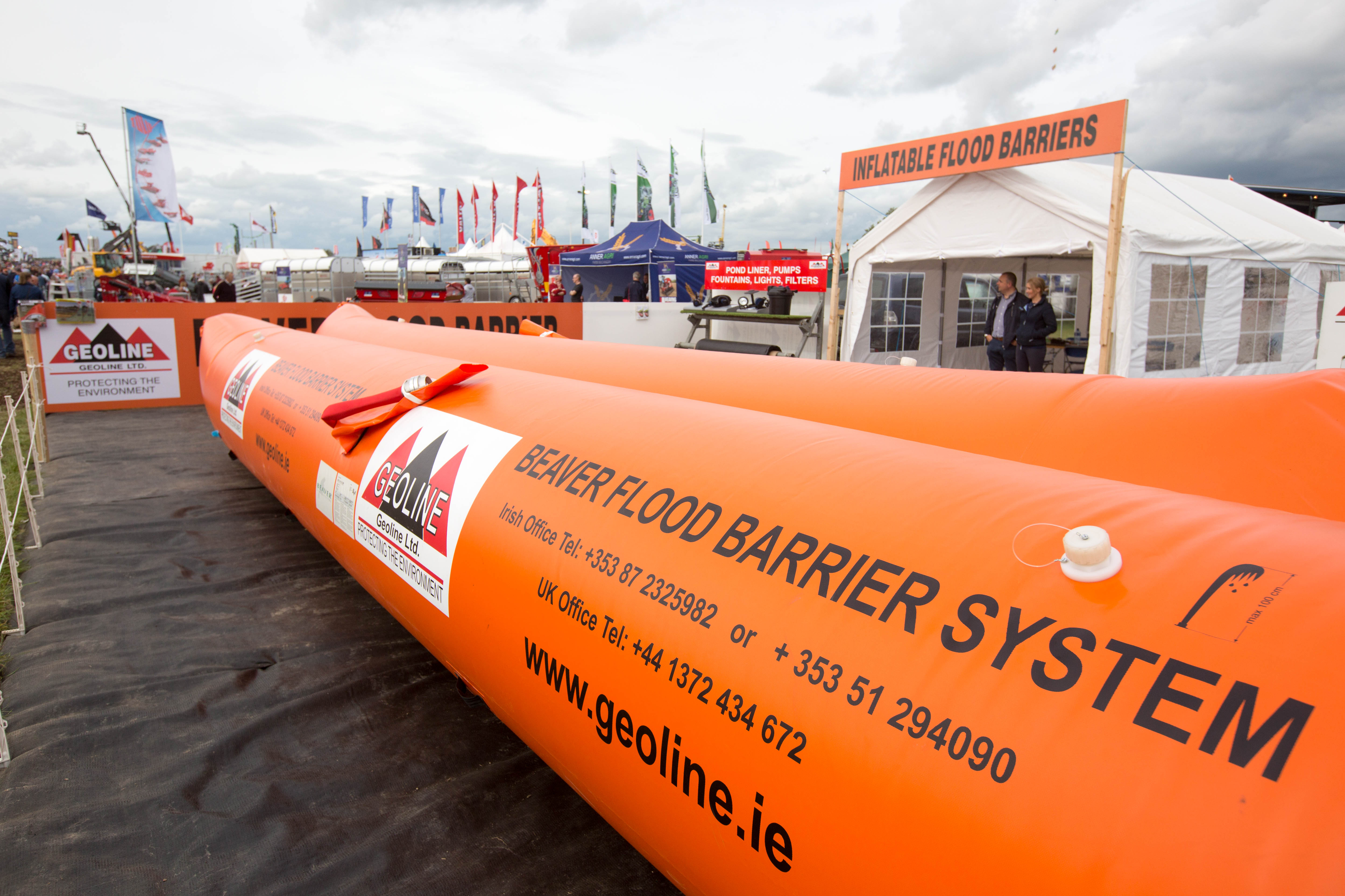 Inflatable-flood-barriers